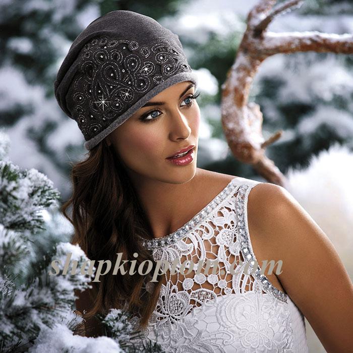 Женская шапка с вышивкой